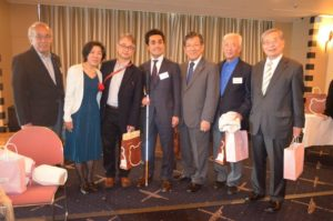 駒村会長、秋山前会長、高橋先生と皆さん