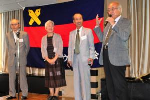 祝卒業50年 右から矢野雄一さん、丸元武夫さん、丸元効子さん、小山廣重さん