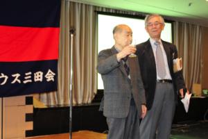 乾杯の音頭 金屋浩司さん(昭和30年卒)最高齢参加者です